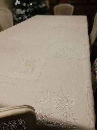mantel de hilo y puntilla de hilo hecha a mano