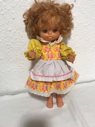 Muñeca Mary de Famosa