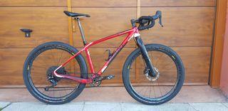 Bicicleta monster gravel. Cuadro carbono giant xtc
