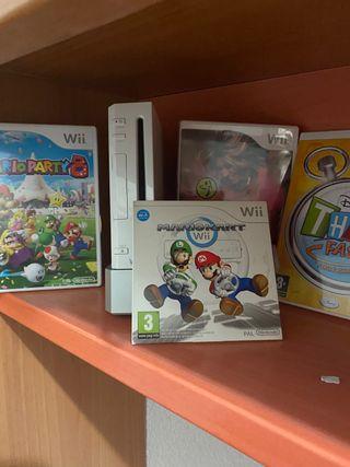 Consola Wii con 4 Juegos + Volante y asistente.