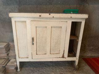 Mueble de madera de bodega antiguo