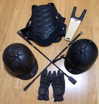 Lote de equitación: cascos, guantes...