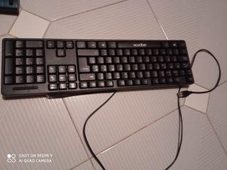 Teclado con cable USB marca Aqprox 44 x 14 cm