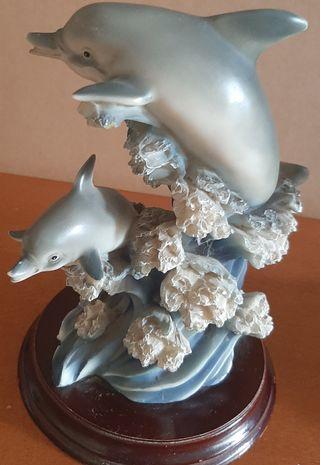figura decoración delfines