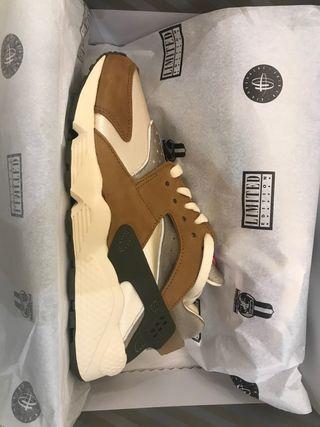 Nike air huarache x Stüssy desert oak