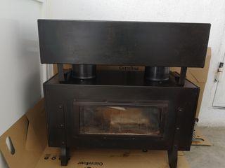Estufa - cocina de leña en hierro fundido.