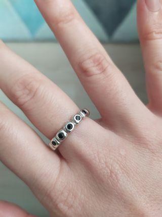 Anillo Pandora plata y piedras Ónyx negro