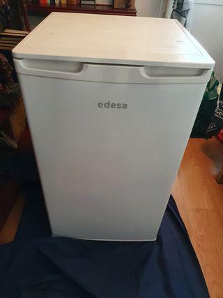 frigorifico pequeño edesa con congelador