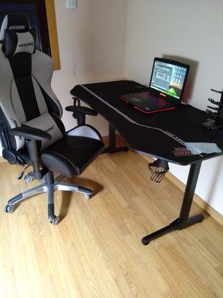 Escritorio y silla gaming