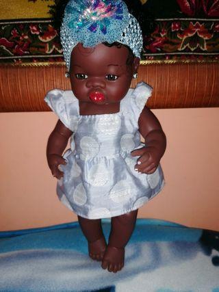 muñeca con saco y maxicosi