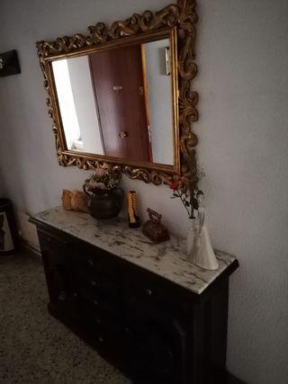 Recibidor antiguo con espejo