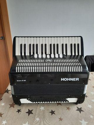 Acordeon Hohner bravo III 80 bajos
