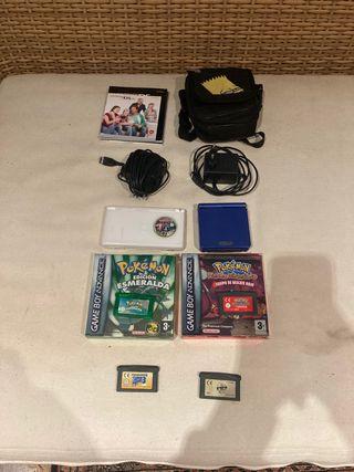 Nintendo DS lite y Game Boy Advance con juegos
