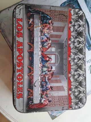 """caja grande de membrillo """"los apostoles""""."""