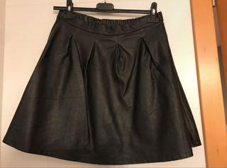 Falda negra imitación piel