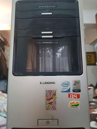 Ordenador,pantalla y altavoces