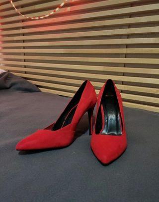 Zapatos de tacon rojos Bershka