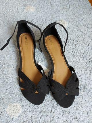 Sandalias negras con cuña de esparto Suiteblanco