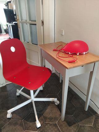 Conjunto escritorio, silla y luz para niño