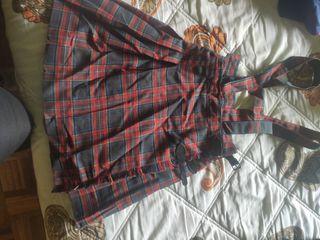 falda uniforme.