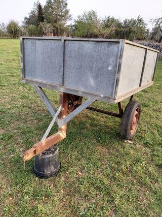 Remolque para tractor pequeño.