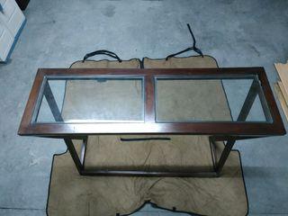 Recibidor de madera y cristal