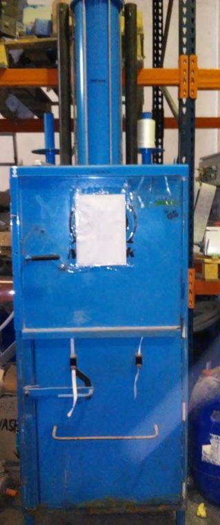 Prensa para prensar cartón o plástico