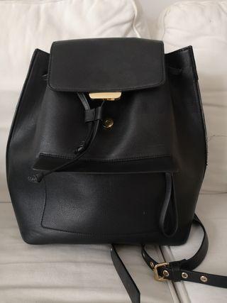 Mochila polipiel Zara negra