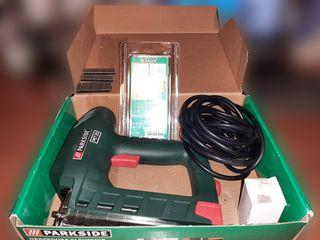Grapadora eléctrica +1800 grapas +1200 clavos