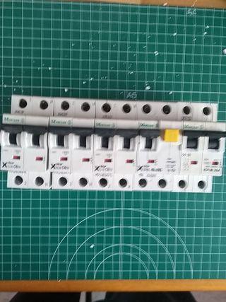 Interruptores automáticos.
