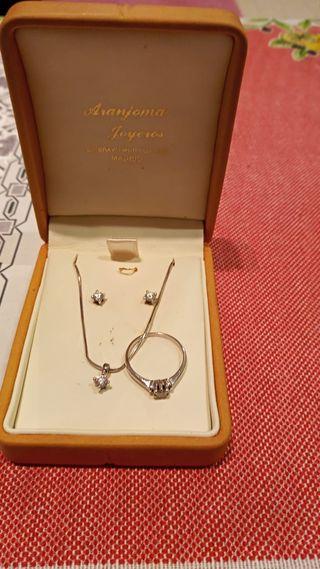 Conjunto de collar pendiente y anillos oro blanco