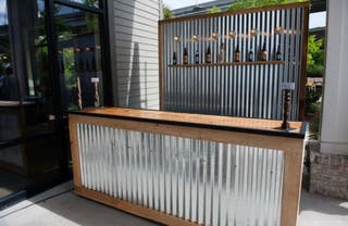 Barras bar/mostradores madera y chapa galvanizada