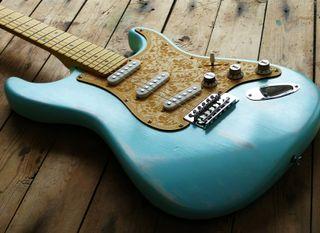 Fender Squier Daphne Blue Road Worn