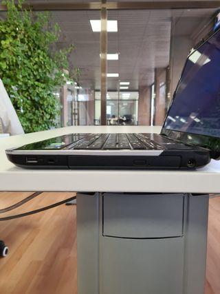Portátil Fujitsu LifeBook AH531