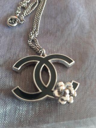 Colgante y cadena Chanel