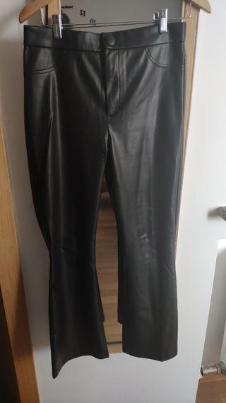 Pantalones polipiel negros Zara