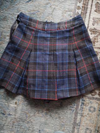 Falda uniforme British Council