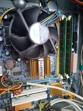 Placa base Gigabyte+procesador y RAM