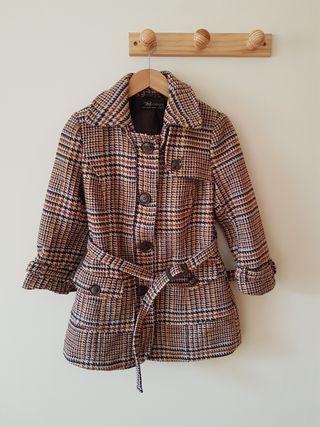 Abrigo cuadros Zara. Talla M