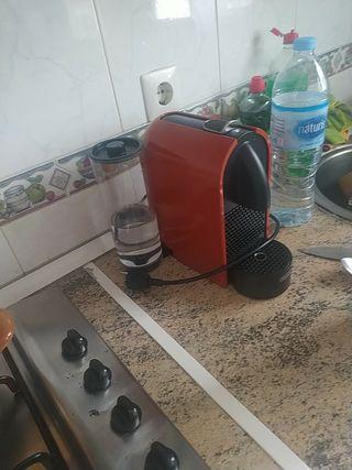 CAFETERA CÁPSULAS