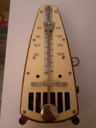vintage metronomo.