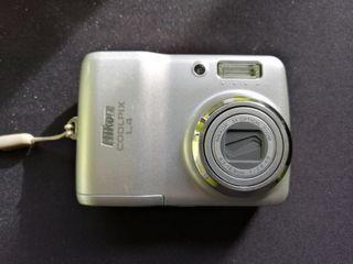 Cámara fotos Nikon Coolpix L4 con funda