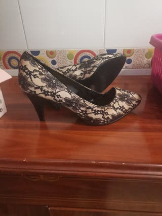 zapato tacon señora encaje negro y beig