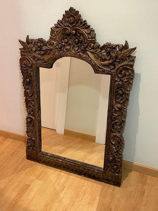 Bonito espejo etnico