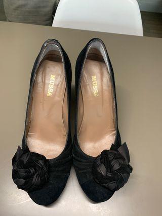 Zapato de vestir negro tacón