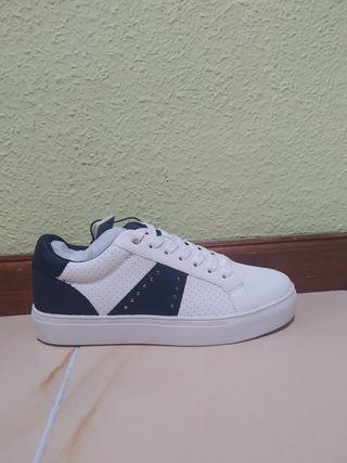 zapatillas blancaa