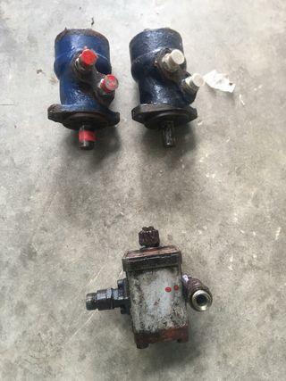 Bomba hidráulica y dos motores hidraulicos