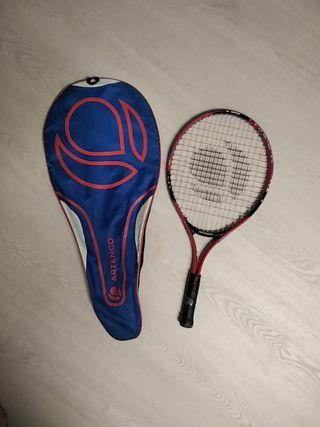 Raqueta de tenis y funda para llevarla