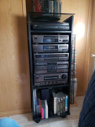 Equipo de sonido + altavoces + Mueble