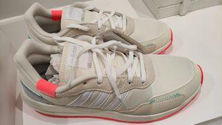 Zapatillas Adidas retrorun beig y gris 39 1/3
